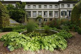 Bauerngarten und Institut Hauptgebäude